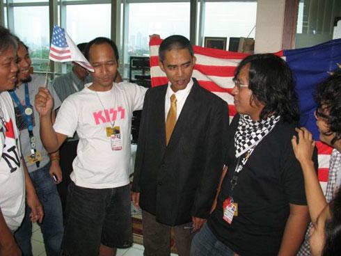 Ilham anas posing as Obama